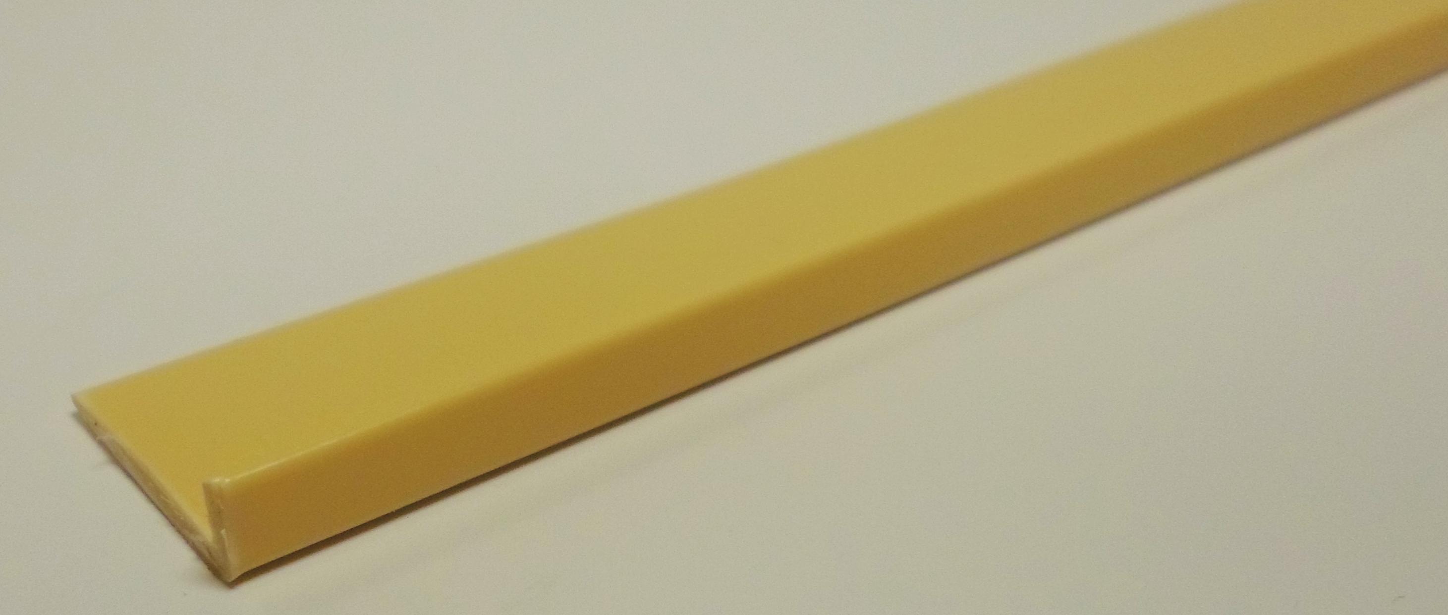 Cream Lipped Edge
